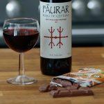 Comer chocolate com vinho tinto combate as rugas e preserva a pele, revela estudo