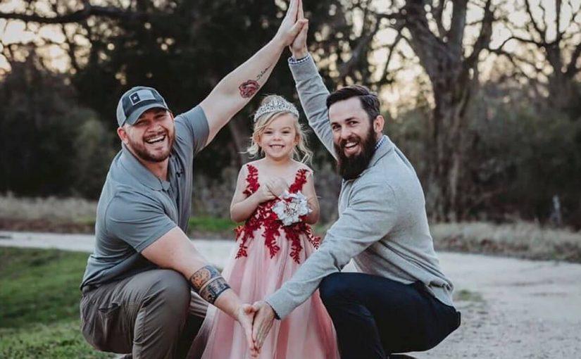 Esse Pai e padrasto ficaram amigos para dar o melhor à filha