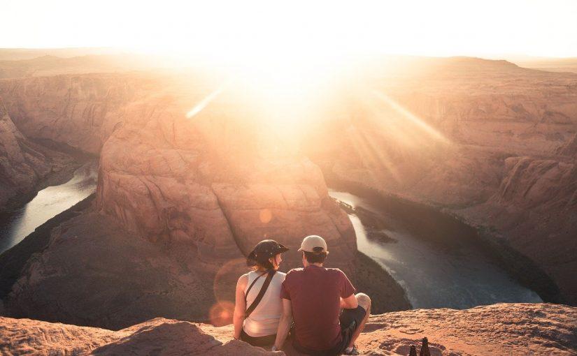 Quem viaja é mais feliz do que quem compra carros e casas