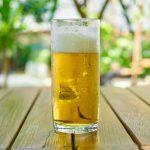 Tomar café e umas cervejas de vez em quando aumenta as chances de passar dos 90 anos