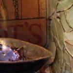Isto é o que acontece quando se queima folhas de louro dentro de casa
