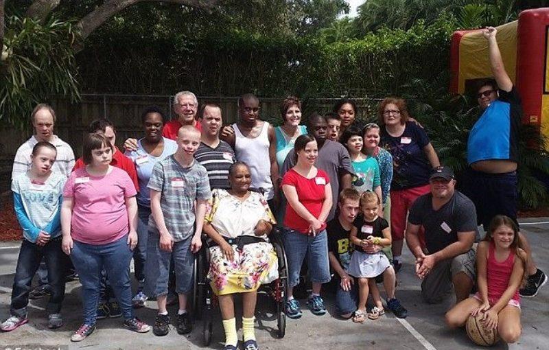 Casal cria fundação para adotar crianças deficientes