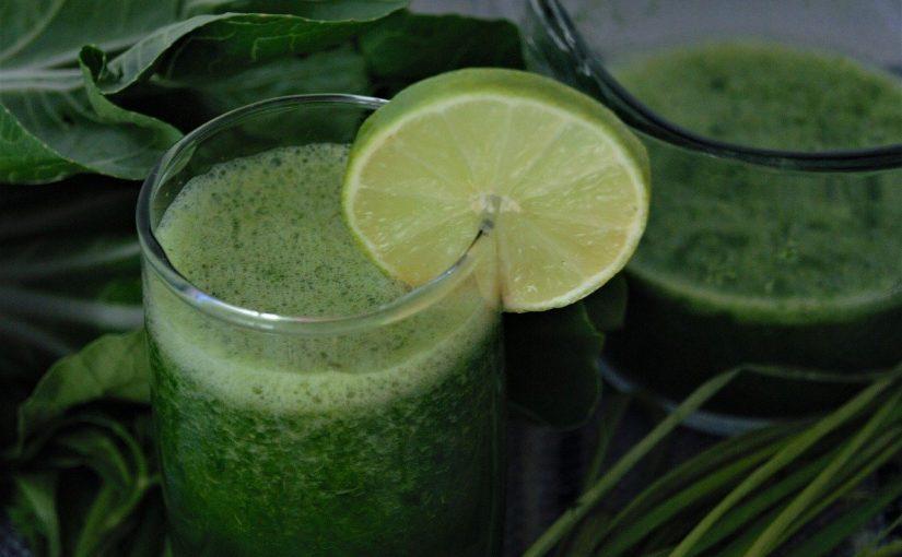3 receitas de suco verde para desintoxicação