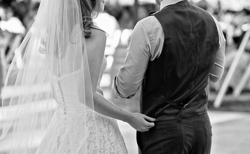 """8 sinais que a pessoa com quem você está namorando é """"para casar"""""""