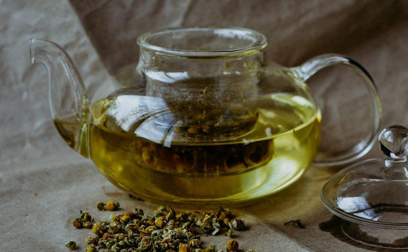 Beba chá-verde regularmente para regular o açúcar no sangue, perder peso e proteger o cérebro