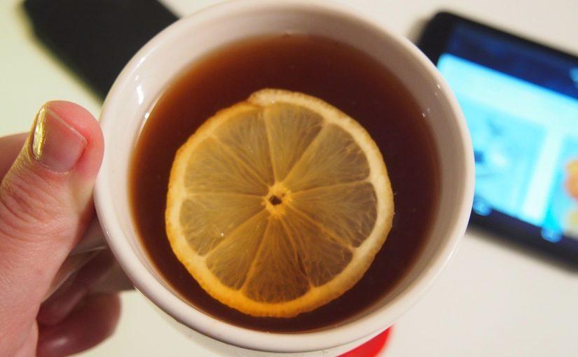 Benefícios do chá de limão, como fazer e riscos