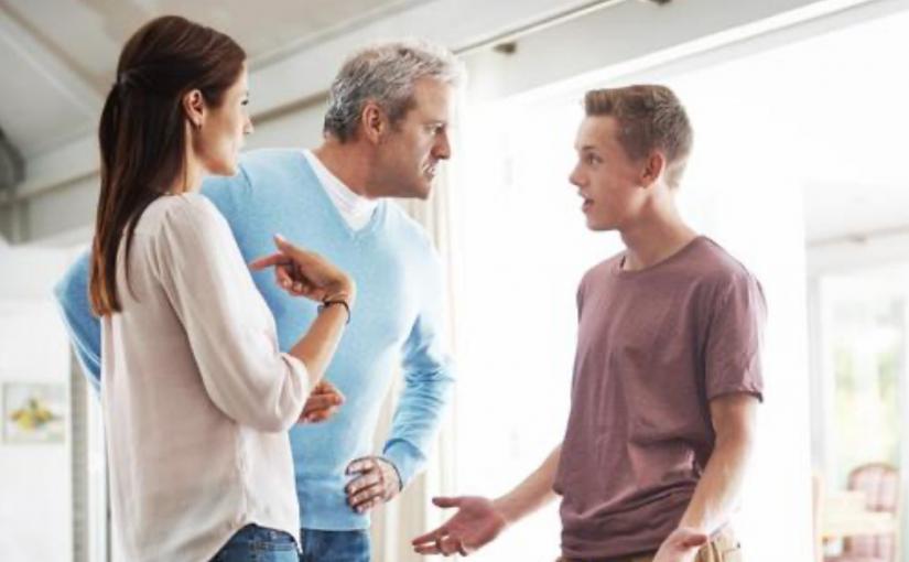 Filho é surpreendido quando os pais dizem para ele pagar o aluguel