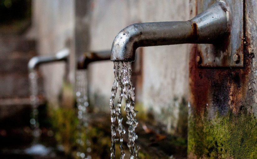 Isto é o que acontece no corpo quando se bebe água com estômago vazio