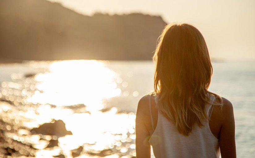 Mães deveriam tirar férias sozinhas de vez em quando, de acordo com psicólogos