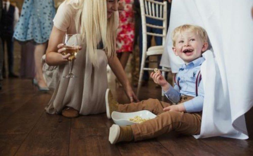 Noivo bane os pais de seu casamento após descobrir que escondiam a existência de seu filho com 3 anos