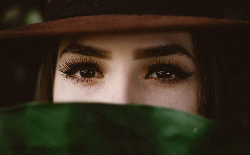 Pessoas de olhos castanhos são as mais honestas e dedicadas