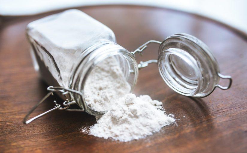 Shampoo caseiro de bicarbonato de sódio para limpar o cabelo e couro cabeludo