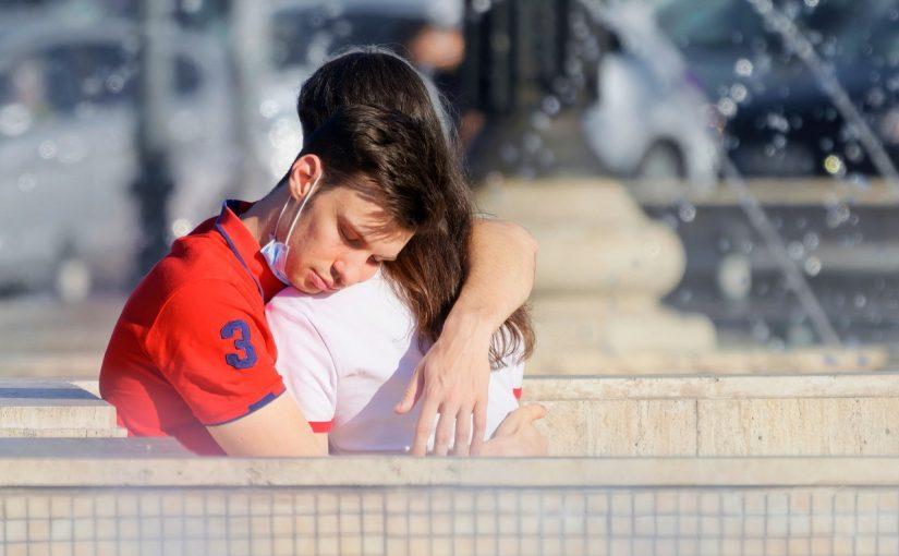 Um abraço faz todos os problemas do mundo desaparecerem