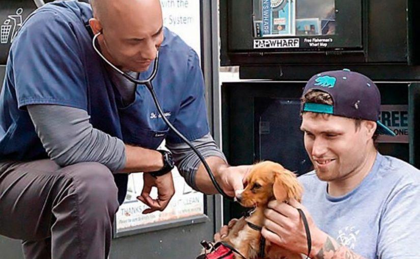 Esse veterinário ajuda animais de pessoas sem-teto, o que ele faz é louvável e emocionante
