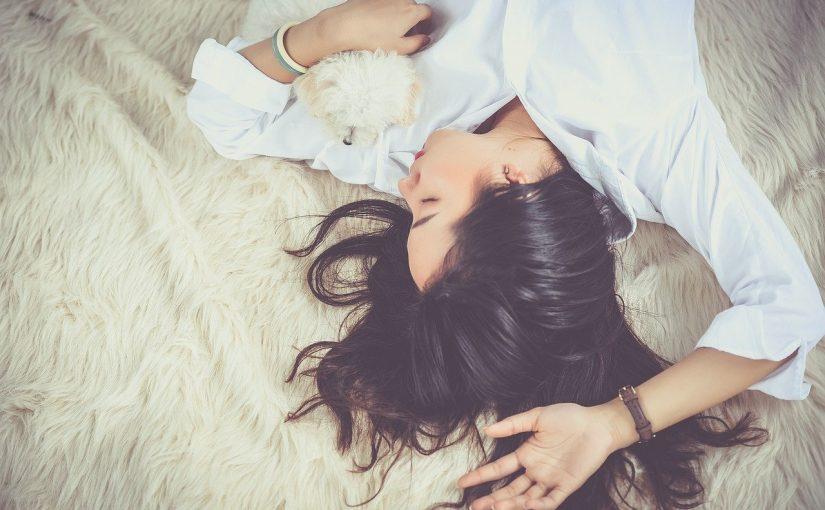 7 dicas para aliviar dor nas costas na hora de dormir
