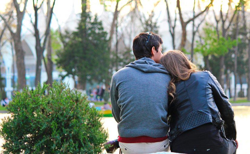 4 signos que são românticos incuráveis e se apaixonam profundamente